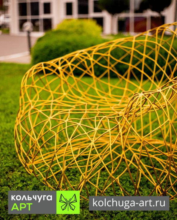 Кресло желтое из металла