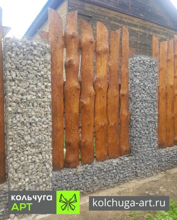 Забор из камней габиона и дерева