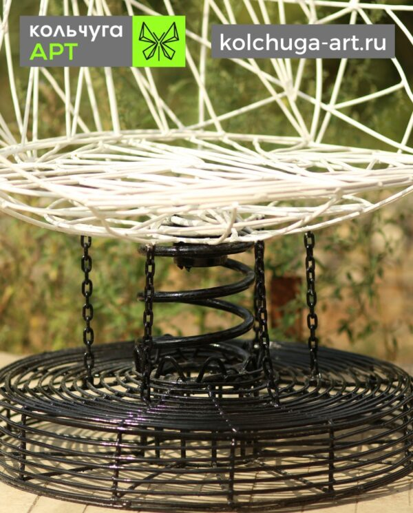 Стул для сада из металла черно-белый в стиле Энвайронмент от производителя Кольчуга АРТ.